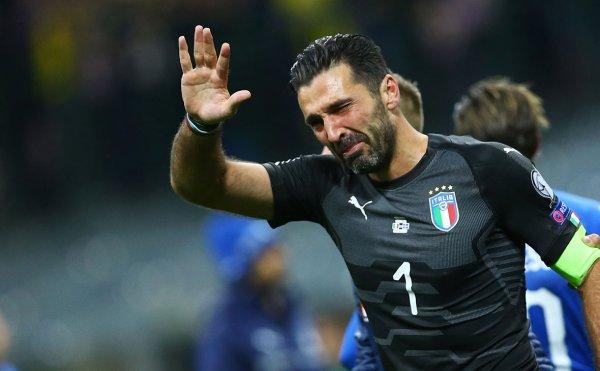 Буффон заявил об уходе из сборной Италии