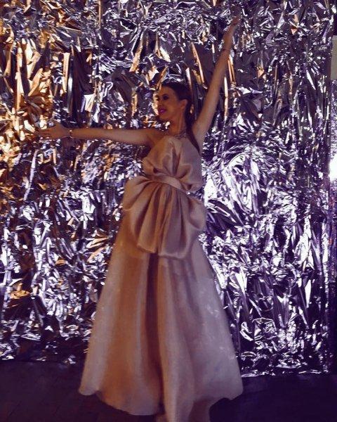 Спорное платье Ксении Собчак вызвало волну обсуждений в Сети
