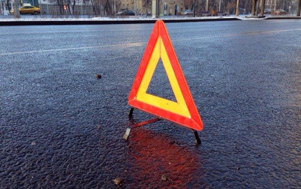 В Ростове произошла авария с участием микроавтобуса, легковушки и ребенка