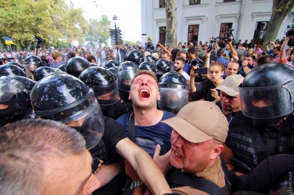 В Одессе произошли стычки между митингующими и полицией