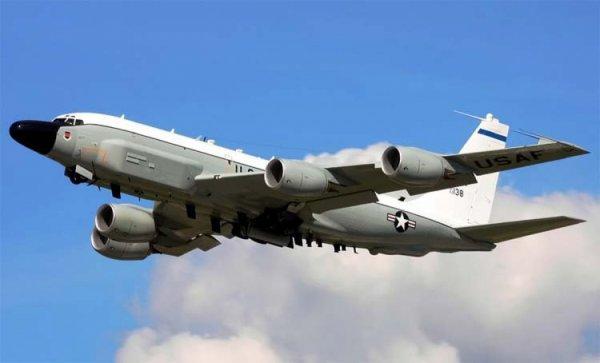 Возле границ Калининградской области кружил самолет-разведчик США