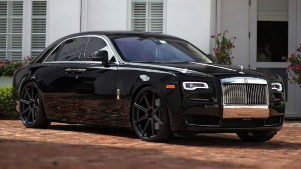 В Дубае дебютировал Rolls-Royce Ghost Spirit of Calligraphy