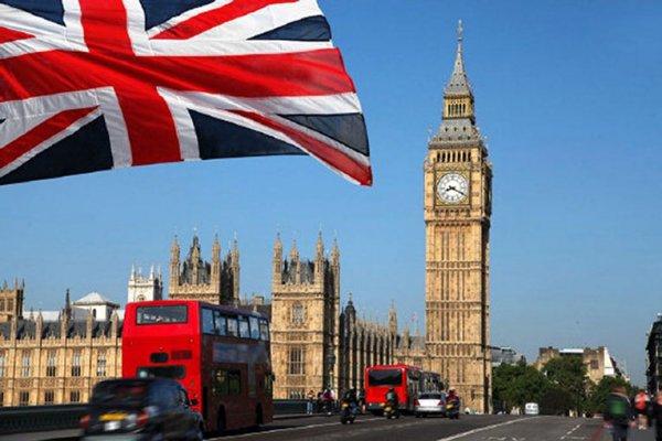 В Лондоне девушка разбиралась насмерть при попытке сделать селфи на подоконнике