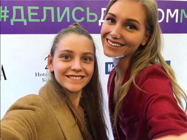 Кристина Асмус показала фото со своей младшей сестрой