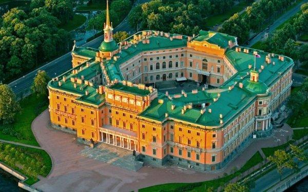 Вход в Михайловский замок сделают бесплатным на два дня