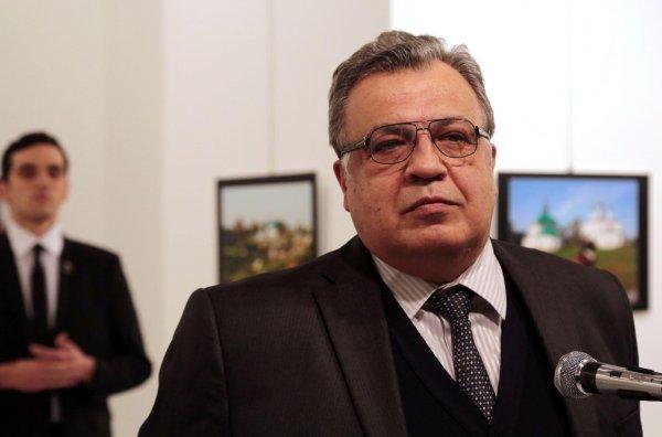 В Анкаре открыли бюст посла РФ в Турции Андрея Карлова