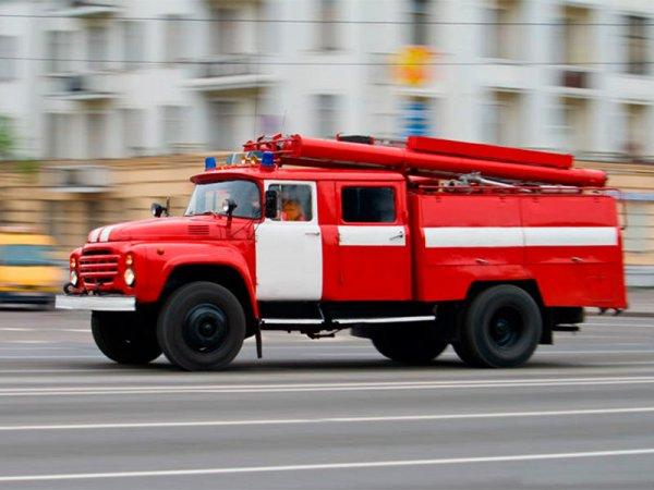 В двухэтажном здании в Москве произошел пожар