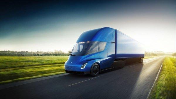 Эксперт: Дальнобойщикам нет дела до динамических характеристик Tesla Semi