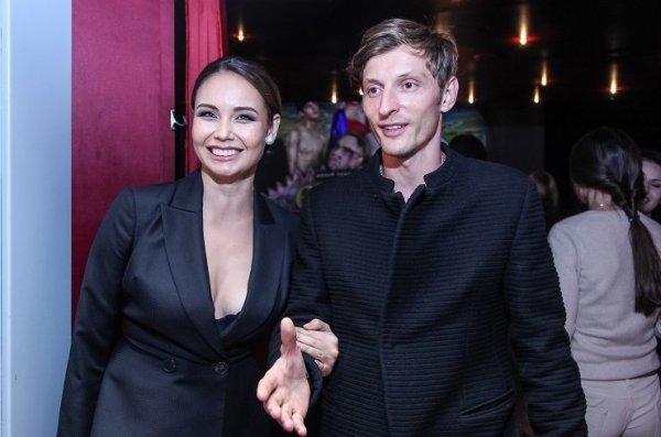 Павел Воля поздравил жену с «деревянной» свадьбой
