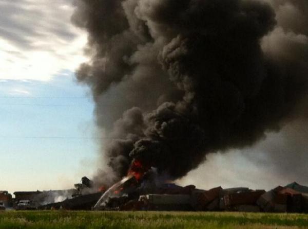 В США при сходе поезда с рельсов произошла утечка расплавленной серы