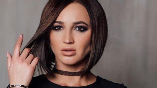 Бузову сравнили с трансвеститом из-за яркого макияжа