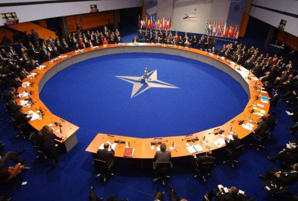 НАТО прогнозирует миру масштабный военный конфликт