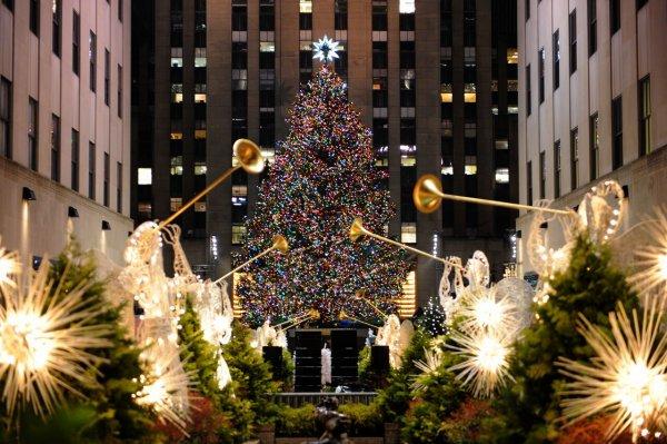 В Нью-Йорке на главной рождественской ёлке зажглись тысячи огней
