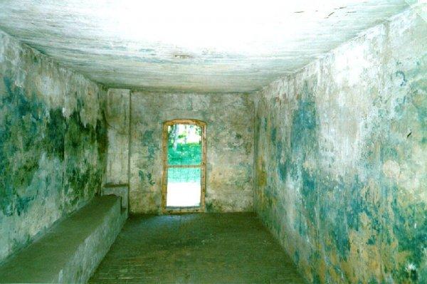 Евреи возмутились играми голых поляков в газовой камере концлагеря