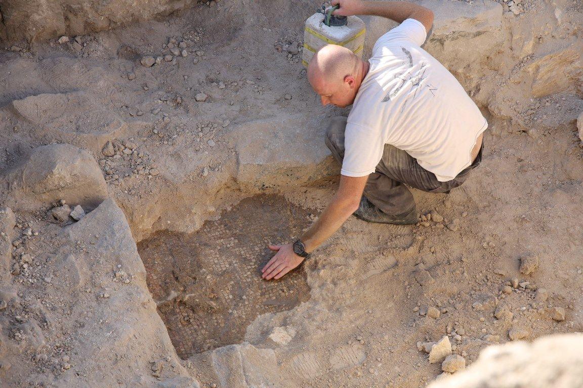 Беспилотник случайно отыскал дворец, которому 2 тыс. лет