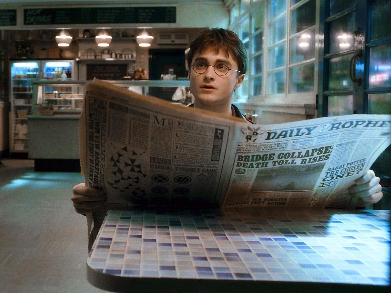 Фото с газетой для подтверждения даты компании