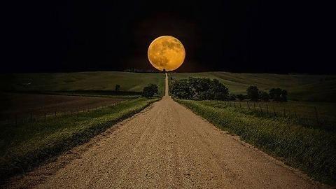 Луна подошла кЗемле нарекордно близкое расстояние