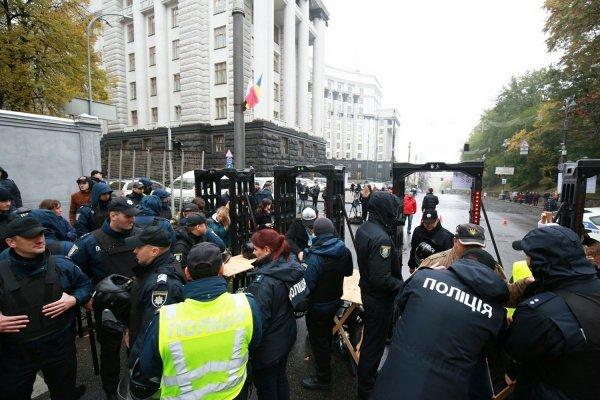 Милиция применила слезоточивый газ против приверженцев Саакашвили