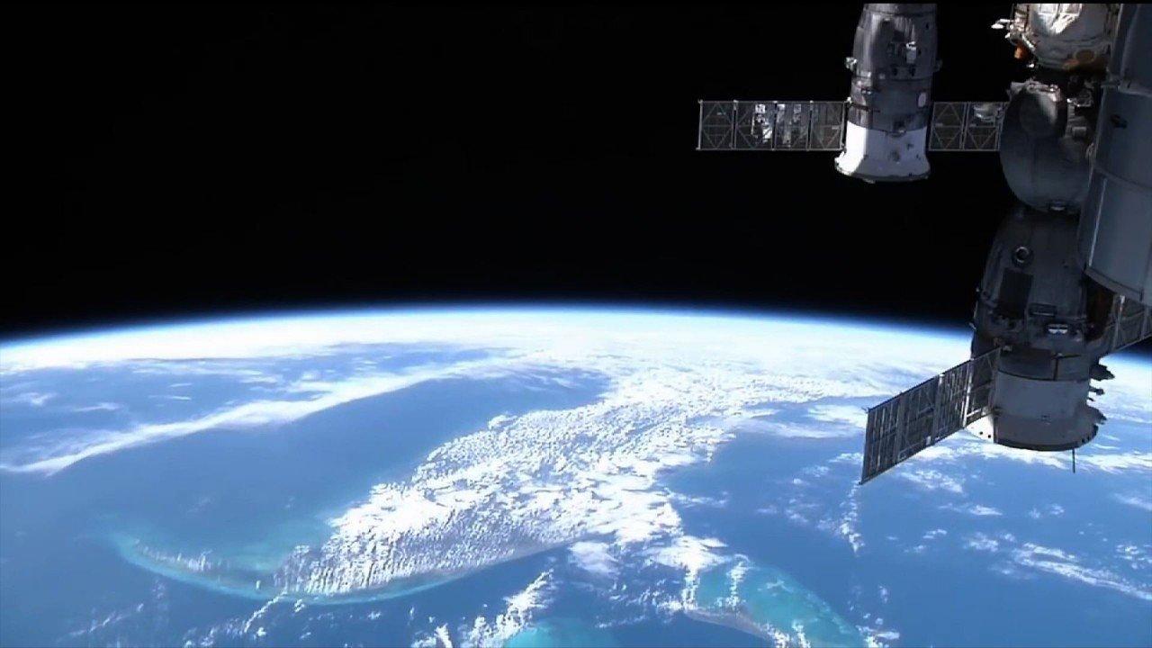 На записях с МКС нашли НЛО пролетевший возле космической станции