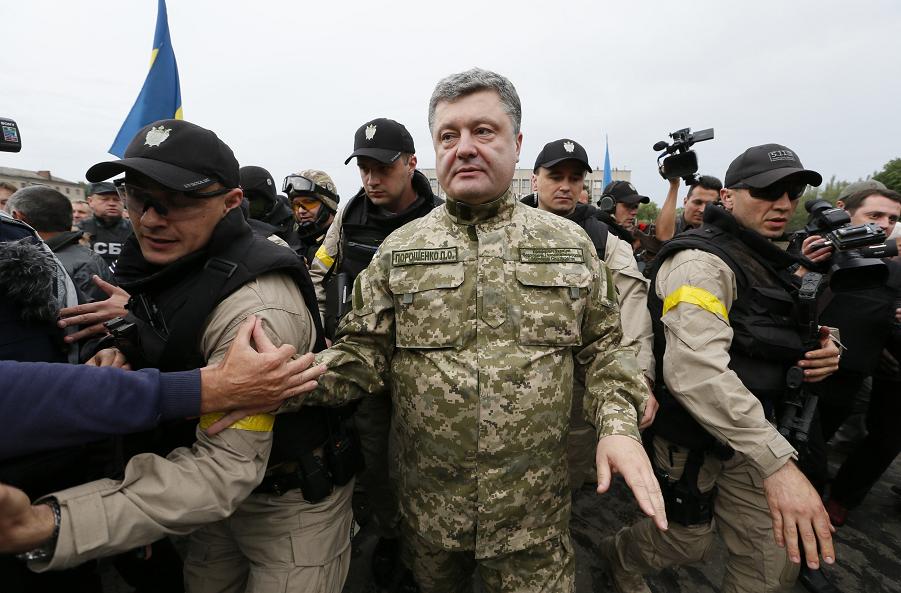 Порошенко похвалил ВСУ зазащиту мира