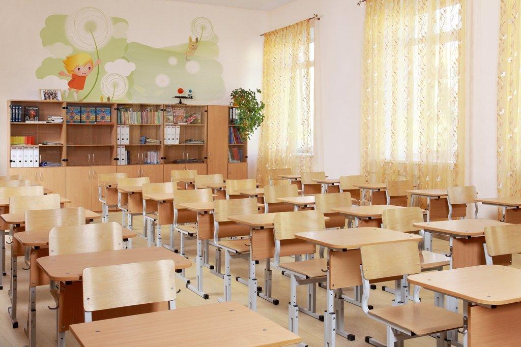 Вжелезногорской школе шкаф упал на 2-х первоклассниц
