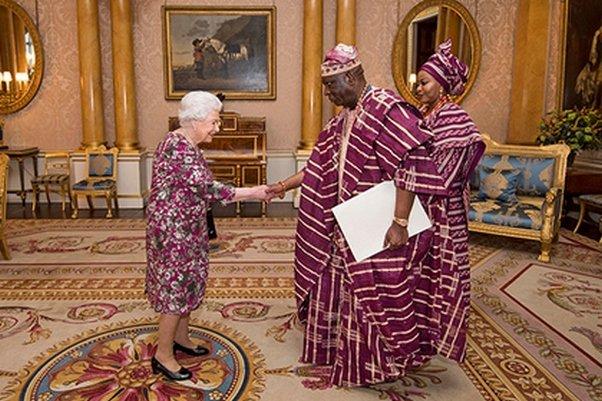 Престижный провал британской королевы: ЕлизаветаII наприеме была схожа надиван