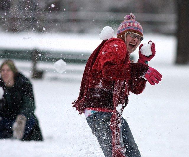 Рекорд подождёт. Из-за снегопада отменили самую массовую снежную битву вмире