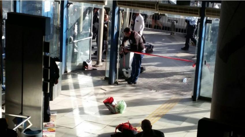 Палестинец порезал ножом израильского полицейского вИерусалиме