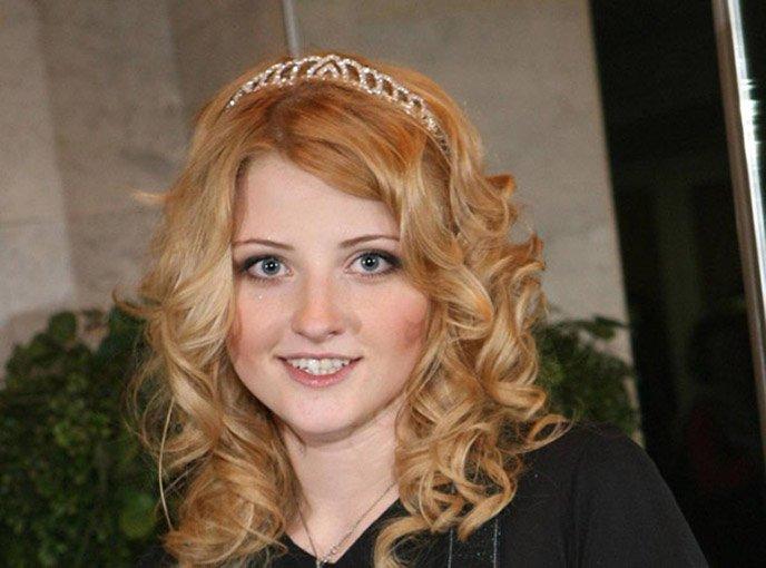 Эстрадная певица Лера Массква доставлена вбольницу ссыном после пожара вквартире