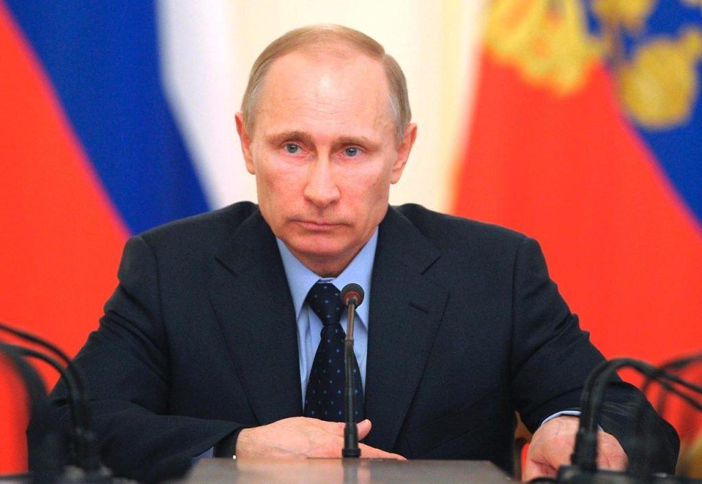 Путин поручил обеспечить рост тарифов наэлектричество невыше уровня инфляции