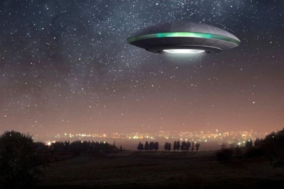 Внебе над Санкт-Петербургом замечены НЛО