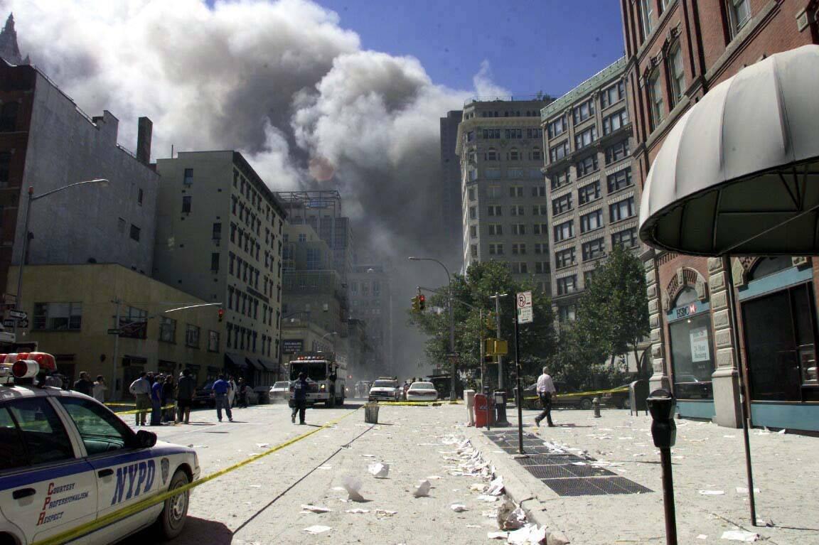 ВСША найден мертвым полицейский, первым пришедший напомощь при теракте 9/11
