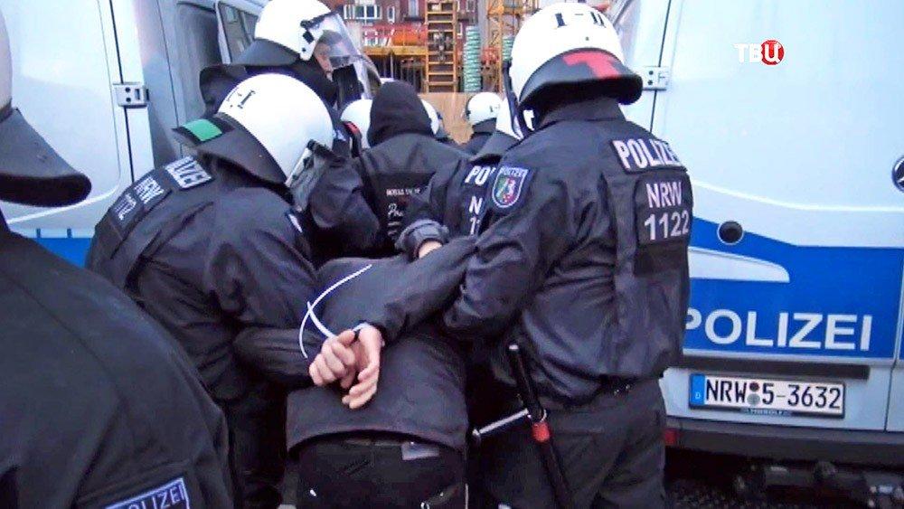 ВГермании иранского мигранта арестовали задомогательства кдетям