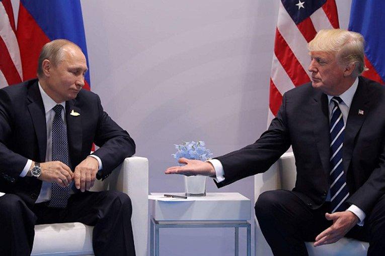 Опрос: жители Америки недостаточно обеспокоены связями Трампа сРоссией