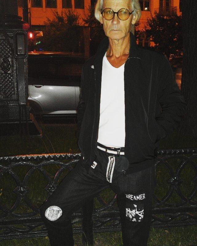 Хабаровского 72-летнего деда прозвали «иконой стиля» из-за его популярного образа