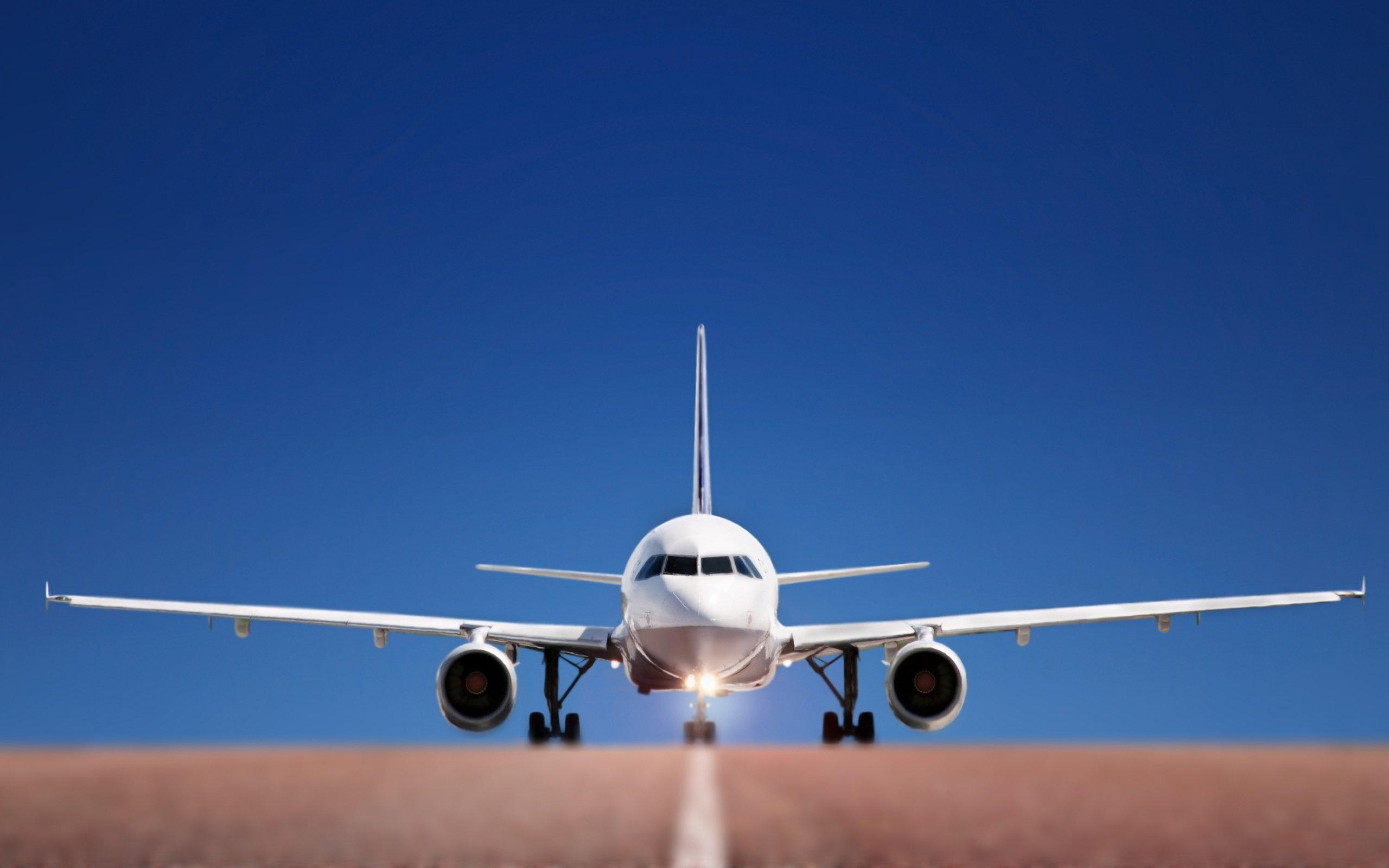 Самолет Москва-Волгоград совершил незапланированную посадку вАстрахани