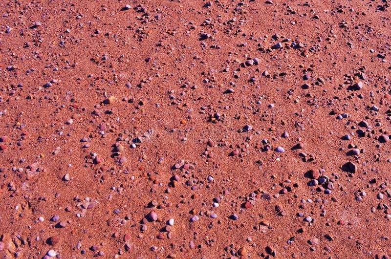 Поверхность Марса впитывает воду, словно губка, узнали ученые