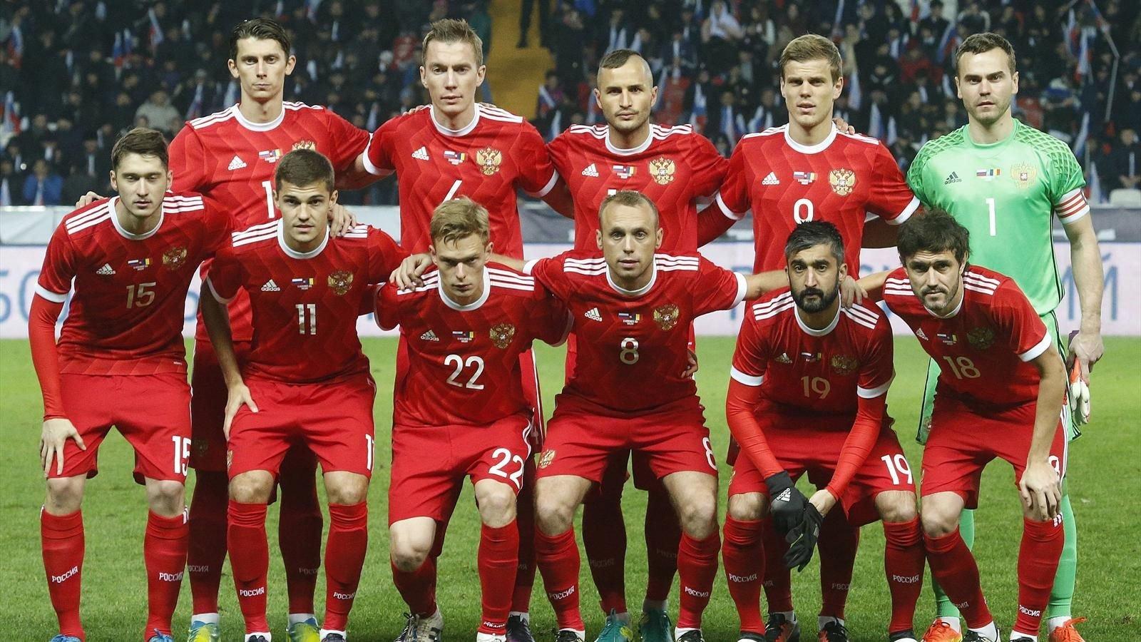 Футболисты сборной РФ приготовили сотни новогодних подарков для детей