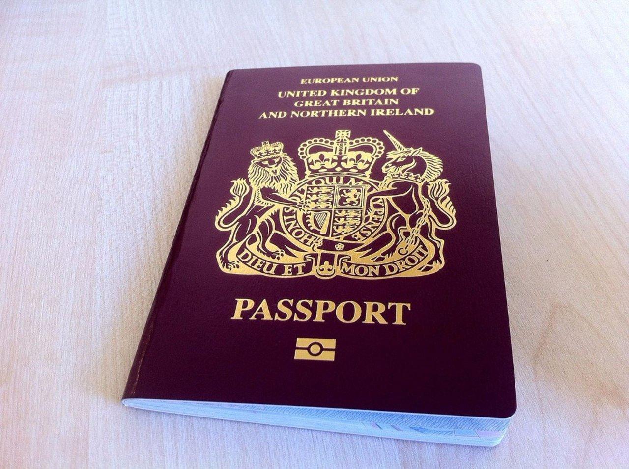 В Великобритании изменят цвет паспортов после Brexit