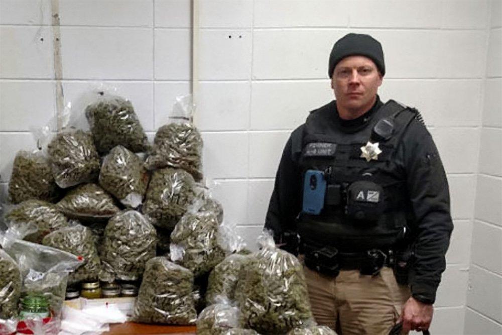 Пожилые люди вСША подготовили 30 килограммов рождественской марихуаны ипопались