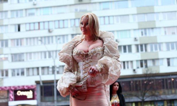 Волочкова покорила Алибасова пышной грудью в откровенном платье