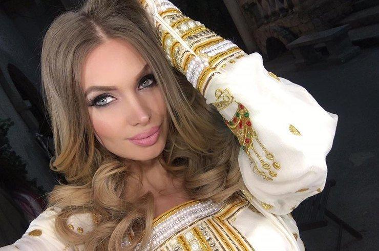 Ольга Бузова покрасила волосы всиний цвет