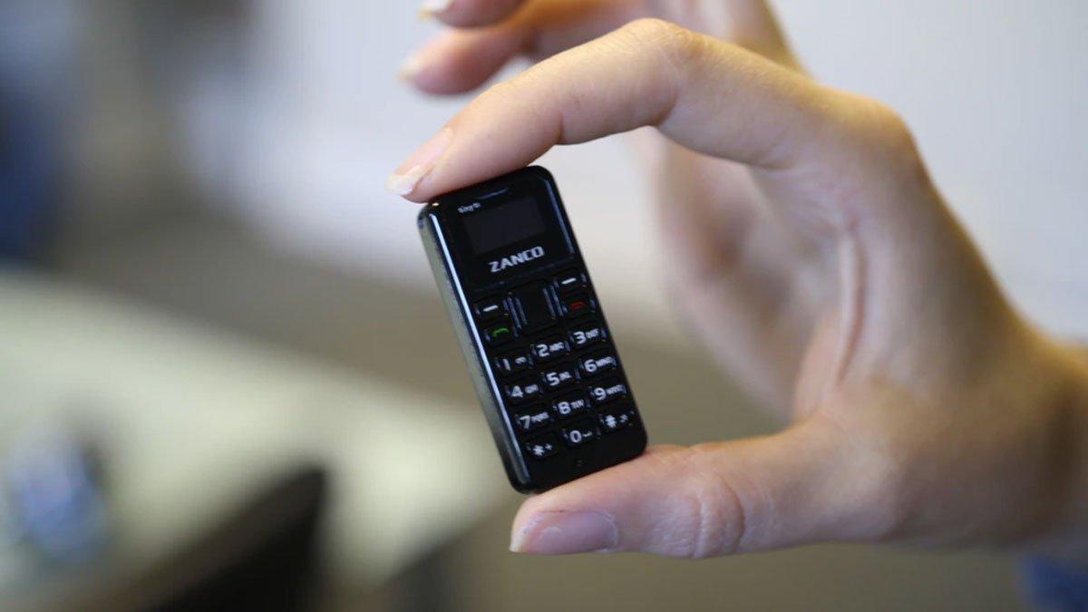 Появилось видео самого крошечного мобильного телефона вмире