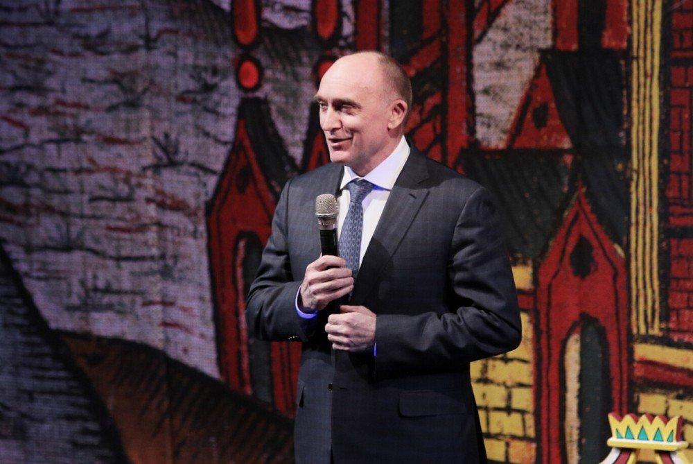 Борис Дубровский поздравил южноуральцев сНовым годом вкомпании собаки