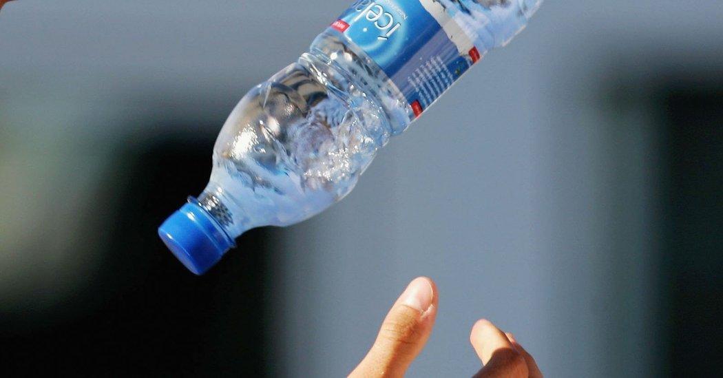 Ученые разобрались втрюке сбутылкой воды