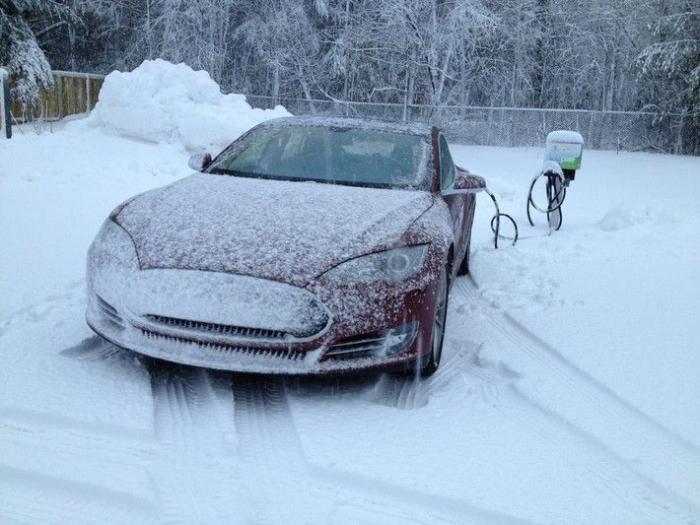 автомобиль тесла мороз
