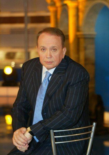 Телеведущего Александра Маслякова уволили из-за подозрения в коррупции