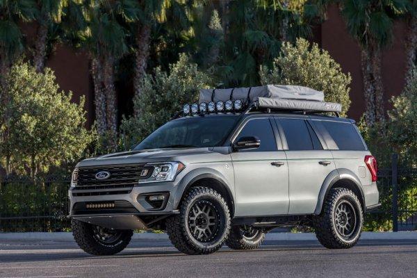В Лос-Анджелес привезли Ford Expedition от LGE-CTS Motorsports