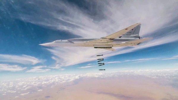 Появилось видео воздушного удара по объектам ИГ* в Сирии