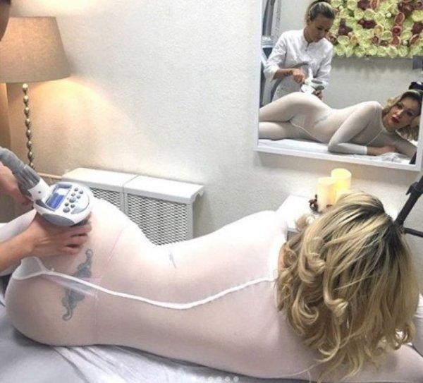 Евгения Машко продемонстрировала интимное тату